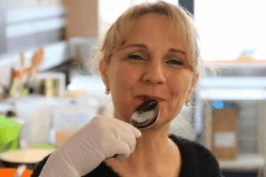 feinste-pralinen-produktion-fuer-die-schokoladenvilla-band-2-4